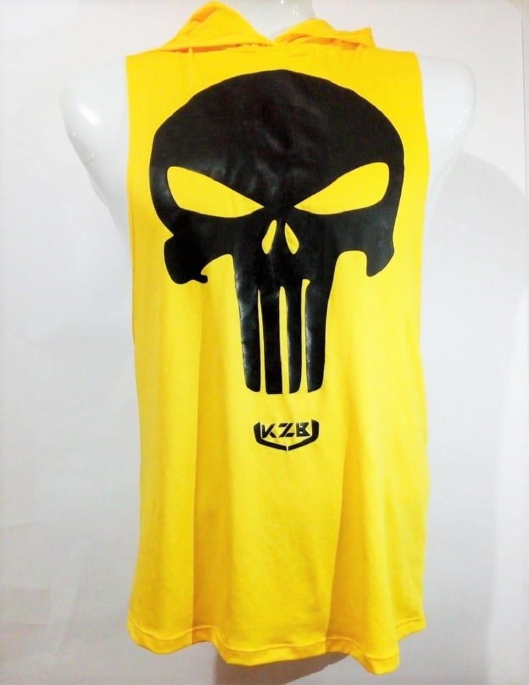 Camisilla amarilla capota estampado castigador